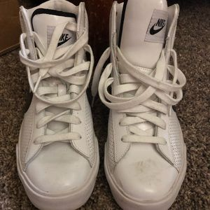 Nike BRS high top leather basketball shoes in 9
